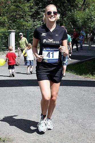 Jitka Nováčková se zvládla při běhu usmívat.