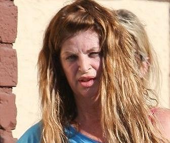 Kirstie Alley vypadá značně unaveně.