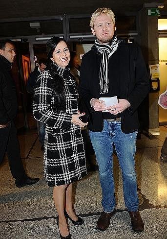 Laďka Něrgešová s manželem se barevně sladili.
