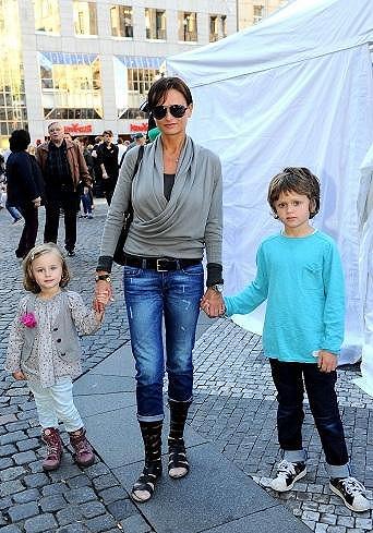Jana Adamcová s dětmi.