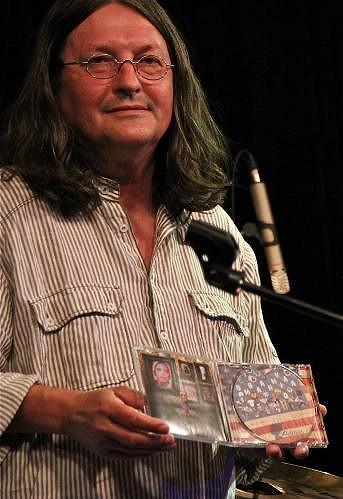 Debutové album Patricie Fuxové pokřtil Ivan Hlas.