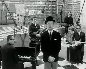 Takhle si Jiřího Šlitra všichni pamatují: s buřinkou na hlavě na pódiu.