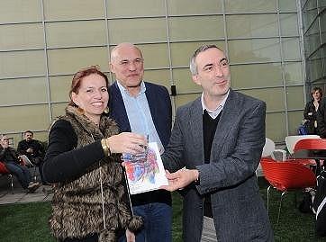 Fridrichová s Petrem Vackem křtila knihu ředitele nadace Adra Jana Bárty.