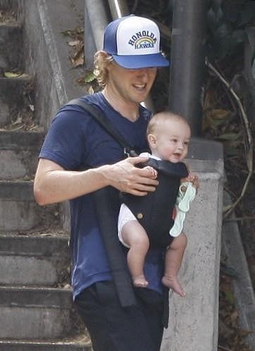 Owen Wilson a jeho vysmátý syn Robert Ford.
