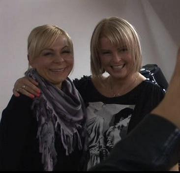 Iveta Bartošová s kadeřnicí Radkou, která se postarala o její krásný účes.