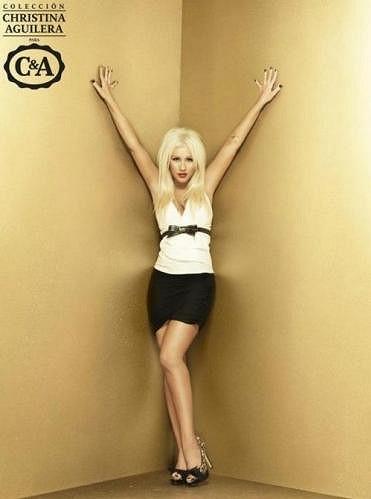 """Aguilera na fotkách """"zázračně"""" zeštíhlela."""
