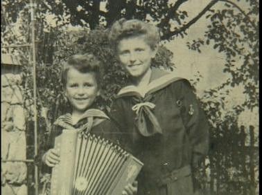Rodinná fotka s bráchou.