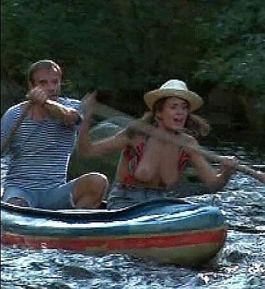 Markéta Frösslová odhalila svá ňadra v seriálu Proč bychom se netopili.