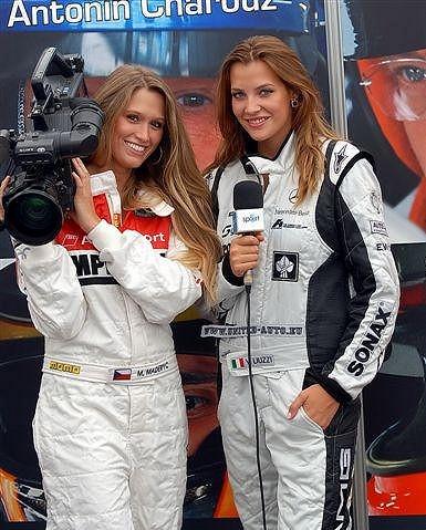 Michaela Štoudková a Kateřina Sokolová si zahrály dokonce i na reportérky.