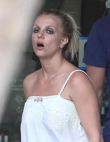 Britney Spears navštívila obchod s halloweenskými maskami v Kalifornii.