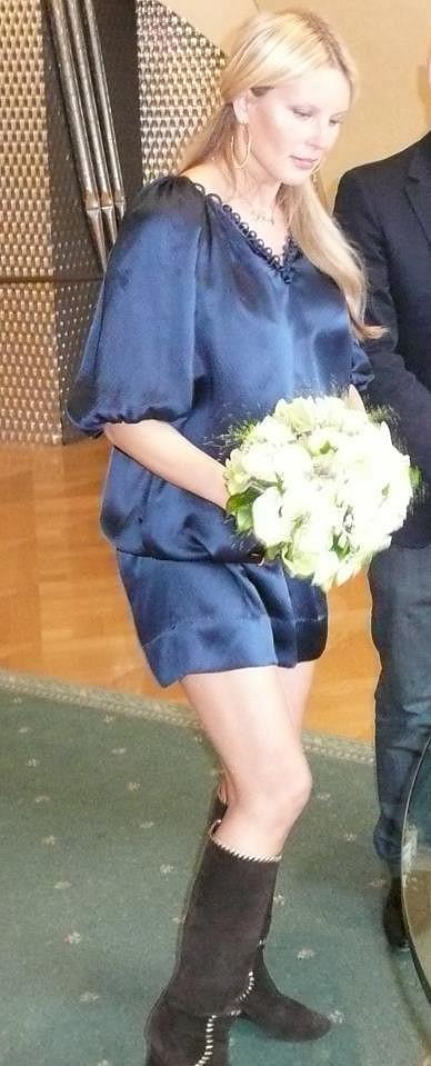 Simona ve svých svatebních šatech.