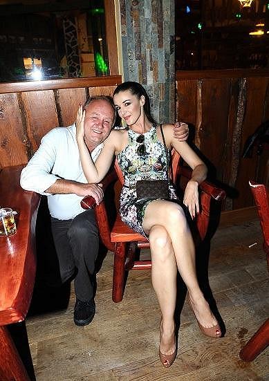Iva s manželem oslaví desáté výročí.