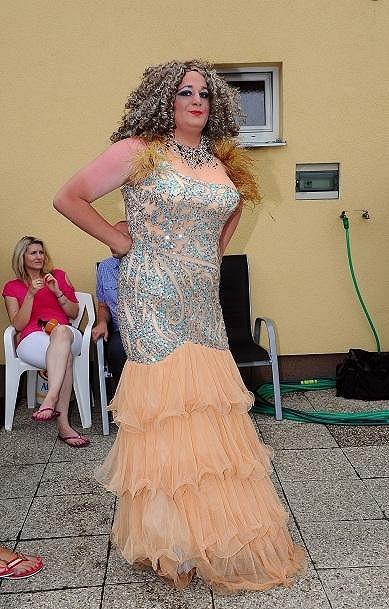 Tento model nosila operní pěvkyně Andrea Kalivodová.