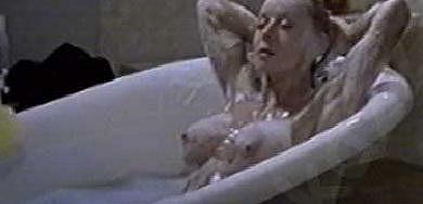 Odvážná scéna ve vaně v televizní inscenaci Lišák.