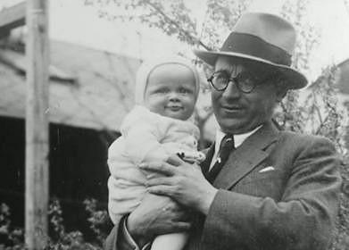 Malý Bořivoj Navrátil. Jeho tatínek spáchal sebevraždu, protože neunesl předčasnou smrt své ženy. Bořkova maminka totiž zemřela na tuberkulózu.