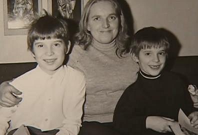 Mirek se svou maminkou a starším bratrem Tomášem, který je novinářem.