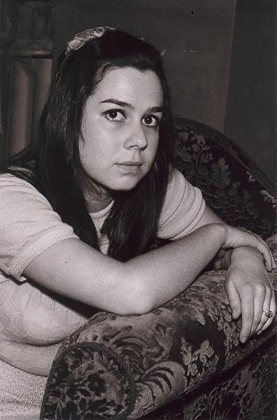 Yvonne Přenosilová jako mladá slečna.