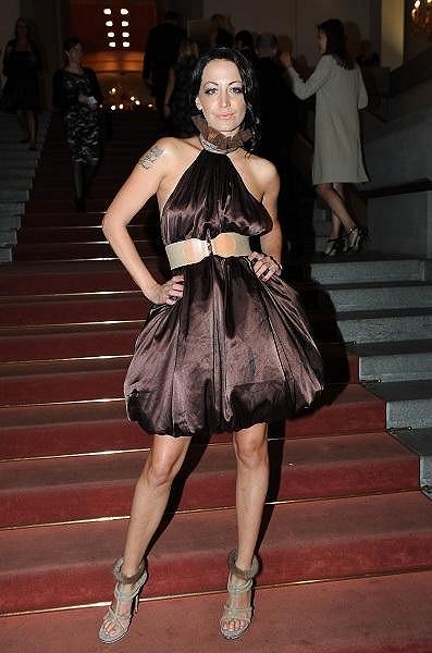 Agáta dress code black tie nesplnila. Měla příliš krátké šaty.