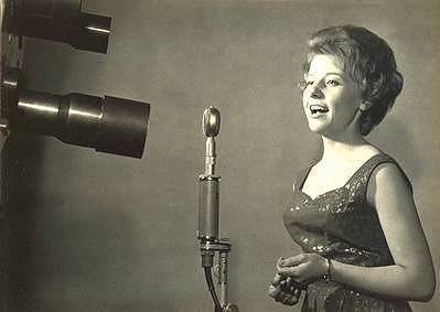 V první polovině šedesátých let patřila Jana Petrů k oblíbeným zpěvačkám.