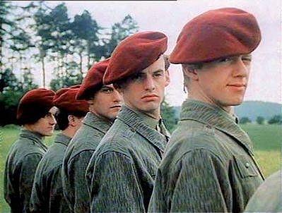 Václav Čížkovský po boku Jiřího Langmajera ve filmu Copak je to za vojáka?