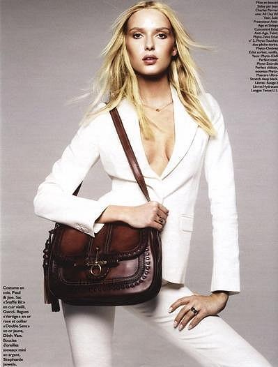 Adriana ve francouzském časopise Grazia.