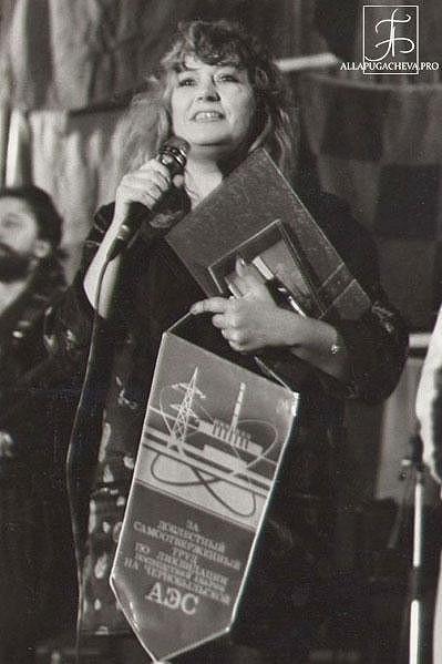 V roce 1986 Alla Pugačova vystoupila v zamořeném Černobylu, aby potěšila likvidátory katastrofy.