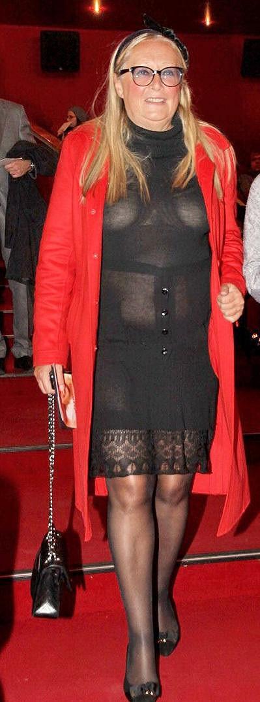 Taťána Michalkova se nebojí vzít krátké a průsvitné šaty.