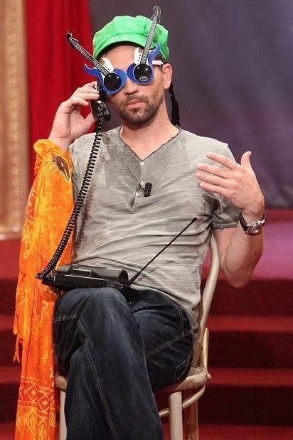 Jako geniální improvizátor exceluje v oblíbeném televizním pořadu Partička.