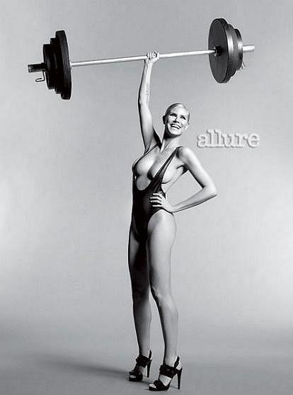 Heidi Klum prozradila magazínu Allure pár triků proti stárnutí.
