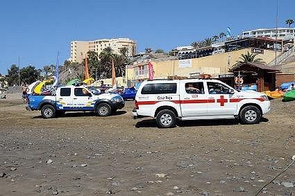 V Playa del Inglés se sjely sanitky i policejní vozy.