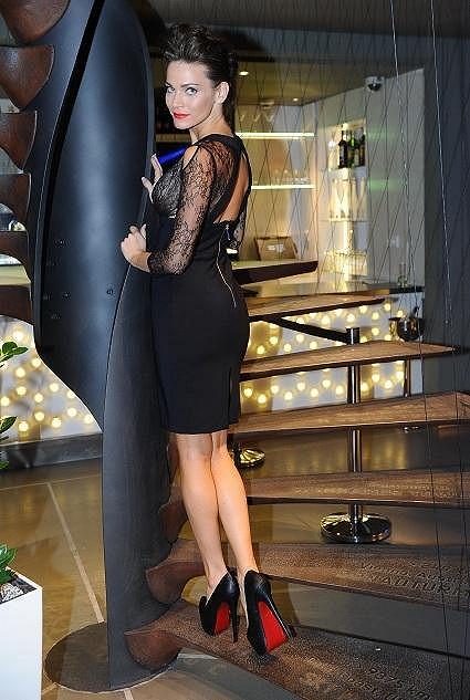 Andrea Verešová předvedla, že pod šaty nejde obléknout poprsenka.