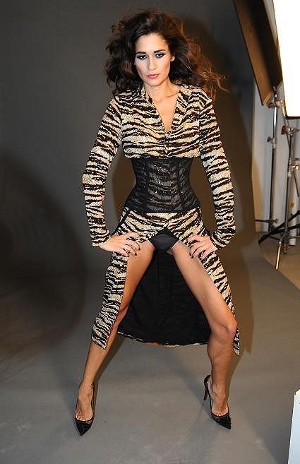 Bez toho, aby byly vidět kalhotky, se snad Faltýnová ani fotit neumí.