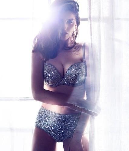 Modelka a herečka patří k nejkrásnějším francouzským tvářím.