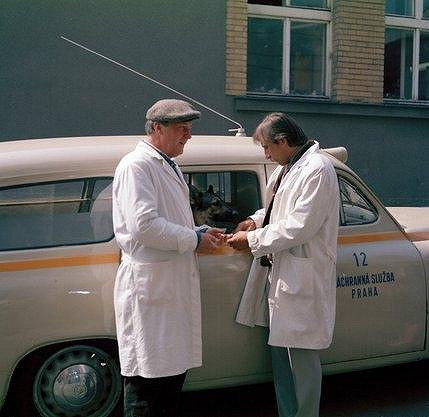 Saniťáka Fandu si Zedníček zahrál už před 27 lety v první řadě seriálu Sanitka.
