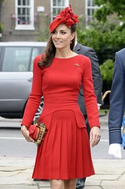 Kate vypadala jako Červená Karkulka.