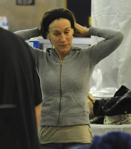 Když se Sarah nenalíčí, slavnou herečku moc nepřipomíná.