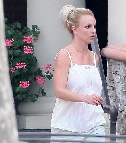 Britney Spears vypadala vyčerpaně.