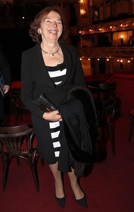 Manželka prezidenta Livie Klausová zvolila elegantní černobílou kombinaci.