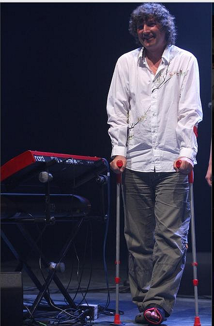 Petr Malásek s obtížemi došel na pódium.