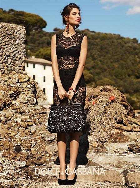 Těmito šaty od Dolce & Gabbana se prý dívka inspirovala.