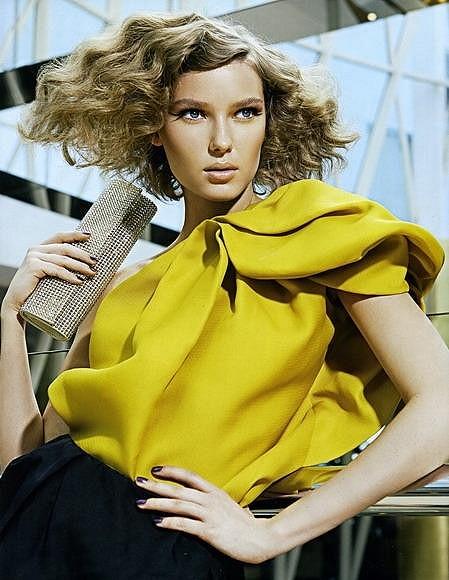 Adriana v řecké mutaci Vogue.