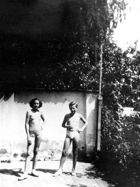 Marta Kubišová s bratrem Janem v roce 1952.