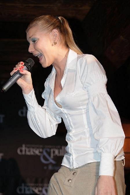 Helena Zeťová při vystoupení.