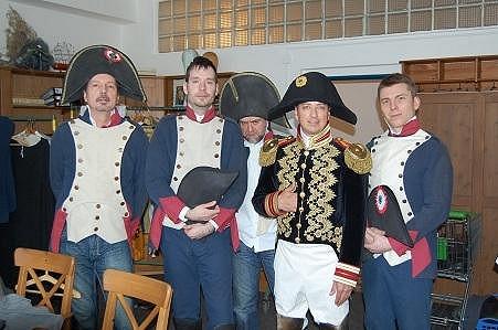 Do kostýmů se oblékla i kapela.