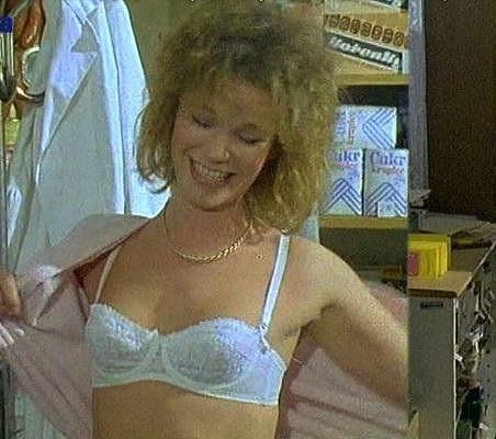 Jitka Asterová oslnila jen v podprsence a kalhotkách v seriálu Chlapci a chlapi.
