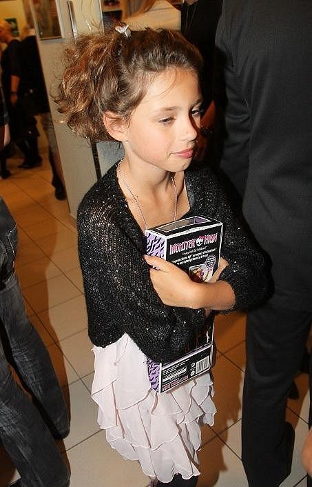 Dcera Munzarové Anička je krásná holčička.