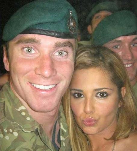 Cheryl Cole si s tímto vojákem vyměnila telefonní číslo.
