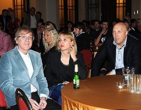 Miro Žbirka s manželkou Katkou, se kterou jej seznámil Peter Nagy (na snímku se starostou Prahy 1).