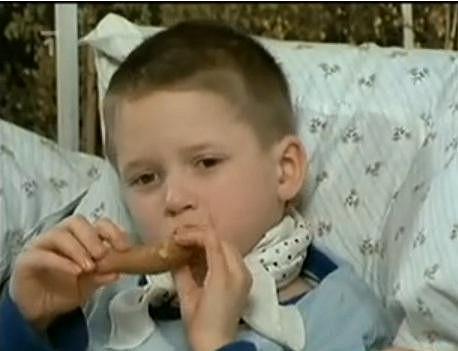 Ondřej Brzobohatý si jako malý kluk zahrál ve filmu Dětinské hry dospělých.