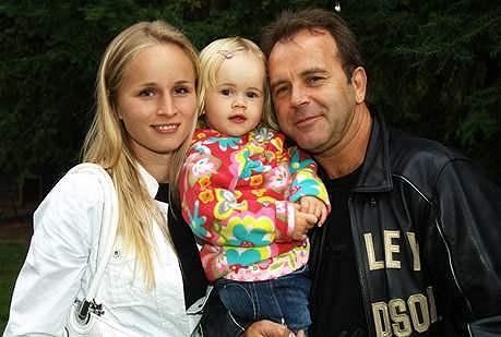 Jakub Smolík se svou snoubenkou Petrou a dcerou Petruškou.
